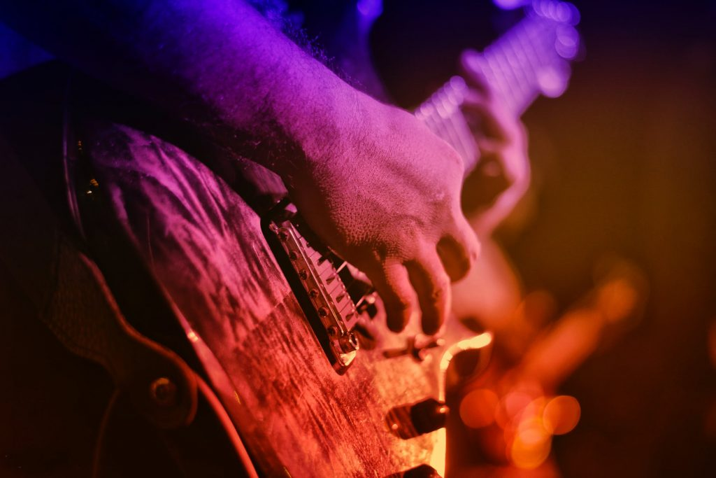 Hızlı elektro gitar çalma prensipleri