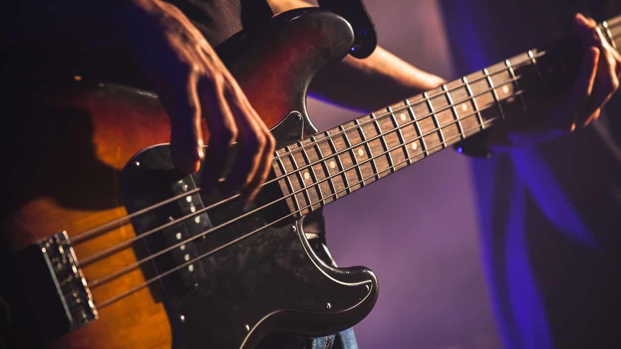 En Kolay Bas Gitar Riffleri