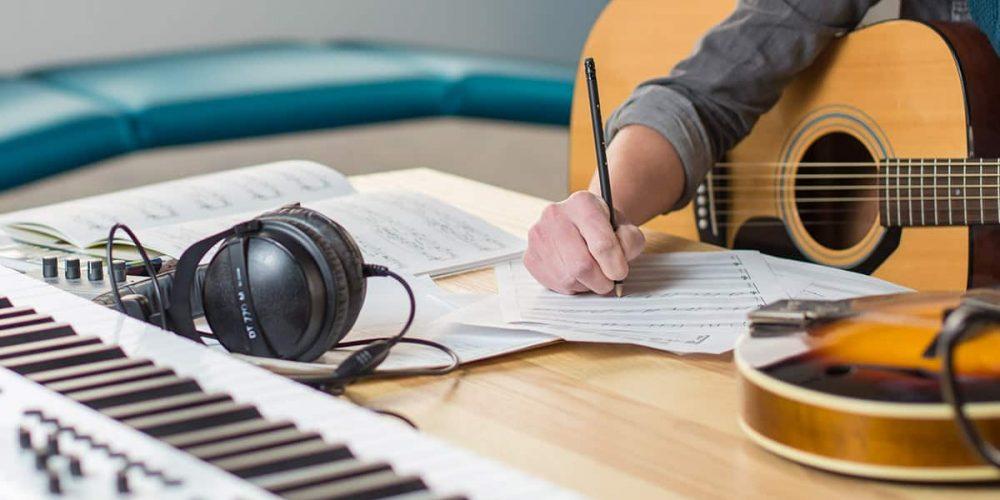Şarkı, Söz Yazma & Bestecilik
